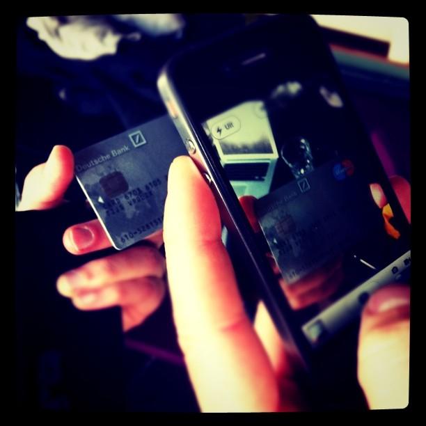 Les jeunes, l'argent, le paiement mobile et la vie privée